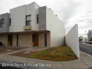 Casa En Rentaen Queretaro, El Refugio, Mexico, MX RAH: 19-2242