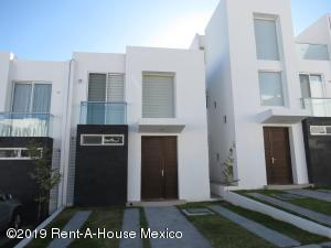 Casa En Ventaen El Marques, Zibata, Mexico, MX RAH: 19-2256