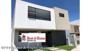 Casa En Ventaen El Marques, Zibata, Mexico, MX RAH: 19-2264