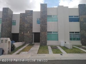Casa En Ventaen El Marques, Zibata, Mexico, MX RAH: 19-2270