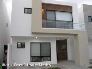 Casa En Rentaen Queretaro, Altos De Juriquilla, Mexico, MX RAH: 19-2397