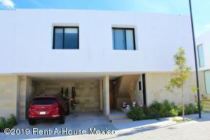 Casa En Rentaen El Marques, Zibata, Mexico, MX RAH: 20-158