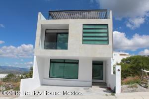 Casa En Rentaen El Marques, Zibata, Mexico, MX RAH: 20-476