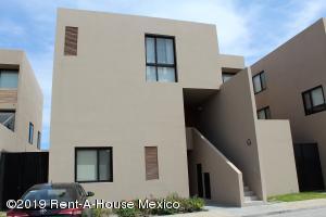 Departamento En Ventaen El Marques, Zibata, Mexico, MX RAH: 20-627
