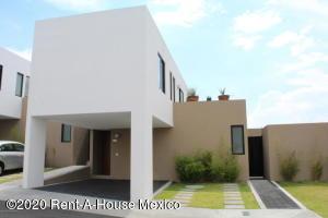 Casa En Rentaen El Marques, Zibata, Mexico, MX RAH: 20-646