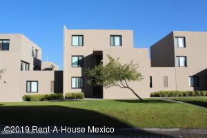 Departamento En Rentaen El Marques, Zibata, Mexico, MX RAH: 20-660
