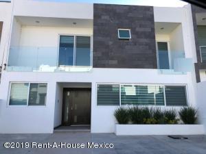 Casa En Rentaen Queretaro, Cumbres Del Lago, Mexico, MX RAH: 20-763