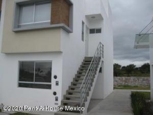 Departamento En Rentaen El Marques, Rincones Del Marques, Mexico, MX RAH: 20-985