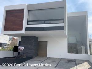 Casa En Ventaen El Marques, Zibata, Mexico, MX RAH: 20-986