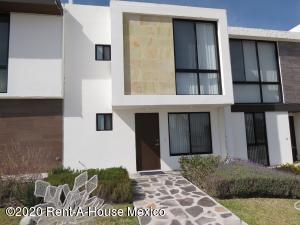 Casa En Ventaen El Marques, Zibata, Mexico, MX RAH: 20-1083