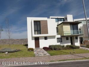 Casa En Ventaen El Marques, Zibata, Mexico, MX RAH: 20-1091