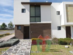 Casa En Ventaen El Marques, Zibata, Mexico, MX RAH: 20-1094