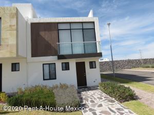 Casa En Ventaen El Marques, Zibata, Mexico, MX RAH: 20-1096