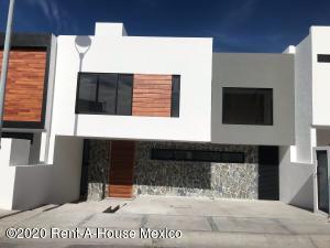 Casa En Ventaen El Marques, Zibata, Mexico, MX RAH: 20-1154