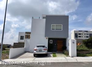 Casa En Ventaen El Marques, Zibata, Mexico, MX RAH: 20-1155