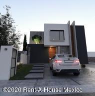 Casa En Ventaen El Marques, Zibata, Mexico, MX RAH: 20-1156