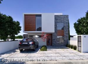 Casa En Ventaen El Marques, Zibata, Mexico, MX RAH: 20-1164