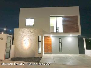 Casa En Ventaen El Marques, Zibata, Mexico, MX RAH: 20-1165
