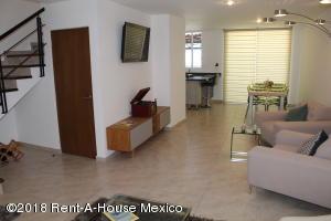 Casa En Ventaen El Marques, Zibata, Mexico, MX RAH: 20-1195