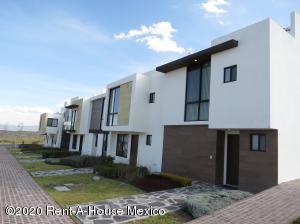 Casa En Ventaen El Marques, Zibata, Mexico, MX RAH: 20-1283