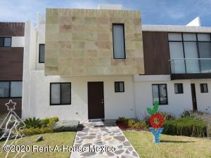 Casa En Ventaen El Marques, Zibata, Mexico, MX RAH: 20-1285