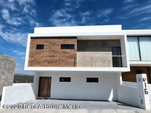 Casa En Ventaen El Marques, Zibata, Mexico, MX RAH: 20-1450