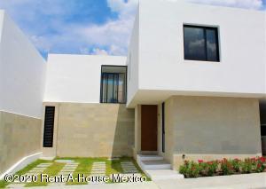 Casa En Ventaen El Marques, Zibata, Mexico, MX RAH: 20-1511