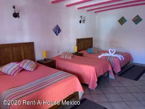 Casa En Ventaen El Marques, Zibata, Mexico, MX RAH: 20-1598