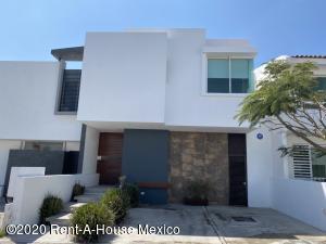 Casa En Rentaen Queretaro, El Refugio, Mexico, MX RAH: 20-1606