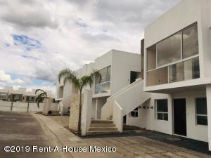Departamento En Ventaen Corregidora, Canadas Del Lago, Mexico, MX RAH: 20-1721