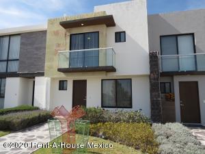 Casa En Ventaen El Marques, Zibata, Mexico, MX RAH: 20-1728