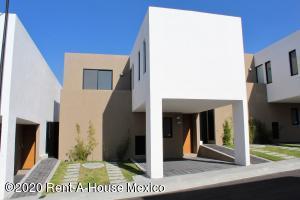 Casa En Rentaen El Marques, Zibata, Mexico, MX RAH: 20-1864