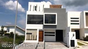 Casa En Ventaen El Marques, Zibata, Mexico, MX RAH: 20-2023