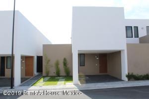 Casa En Rentaen El Marques, Zibata, Mexico, MX RAH: 20-2122