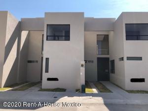 Casa En Rentaen Queretaro, Huertas La Joya, Mexico, MX RAH: 20-2184