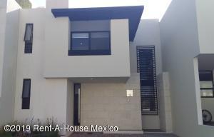 Casa En Ventaen El Marques, Zibata, Mexico, MX RAH: 20-2264