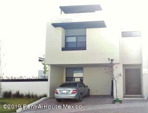 Casa En Ventaen El Marques, Zibata, Mexico, MX RAH: 20-2265