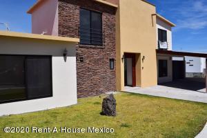 Casa En Rentaen El Marques, Zibata, Mexico, MX RAH: 20-2315