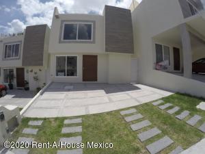 Casa En Rentaen El Marques, Zibata, Mexico, MX RAH: 20-2339