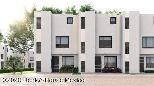 Casa En Ventaen Xochitepec, Fraccionamiento Santa Fe, Mexico, MX RAH: 20-2362