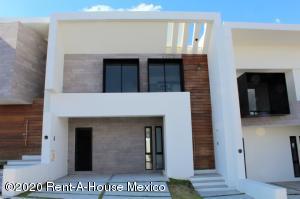 Casa En Ventaen El Marques, Zibata, Mexico, MX RAH: 20-2428