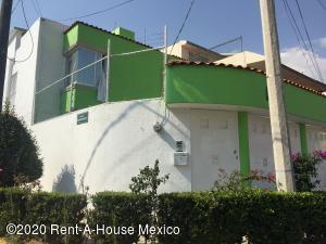 Casa En Ventaen Tlalnepantla De Baz, Fracc Jardines De Bellavista, Mexico, MX RAH: 20-2433
