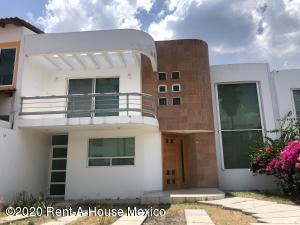 Casa En Rentaen Queretaro, Cumbres Del Lago, Mexico, MX RAH: 20-2467