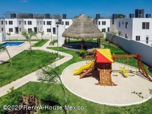 Casa En Ventaen Kanasin, Residencial Las Palmas, Mexico, MX RAH: 20-2553