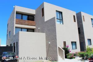 Departamento En Rentaen El Marques, Zibata, Mexico, MX RAH: 20-2725