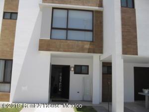 Casa En Ventaen El Marques, Zibata, Mexico, MX RAH: 20-2748