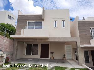 Casa En Ventaen El Marques, Zibata, Mexico, MX RAH: 20-2755