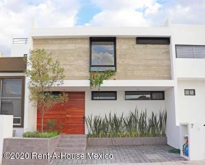Casa En Ventaen El Marques, Zibata, Mexico, MX RAH: 20-2811