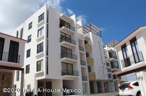 Departamento En Rentaen El Marques, Zibata, Mexico, MX RAH: 20-2824