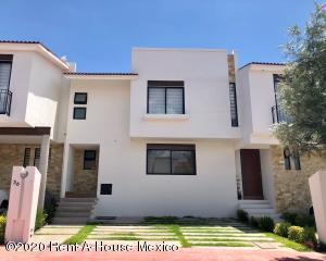 Casa En Rentaen El Marques, Zibata, Mexico, MX RAH: 20-2935
